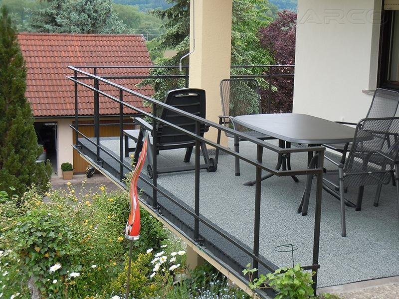 balkon terrassen und fallschutzmatten als bodenbel ge. Black Bedroom Furniture Sets. Home Design Ideas